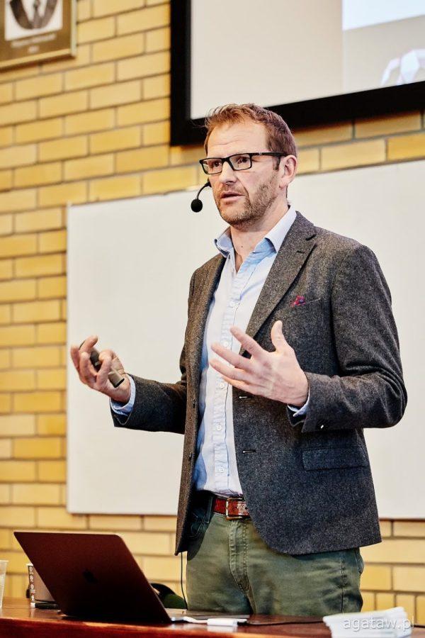 Dr Chris Pearce